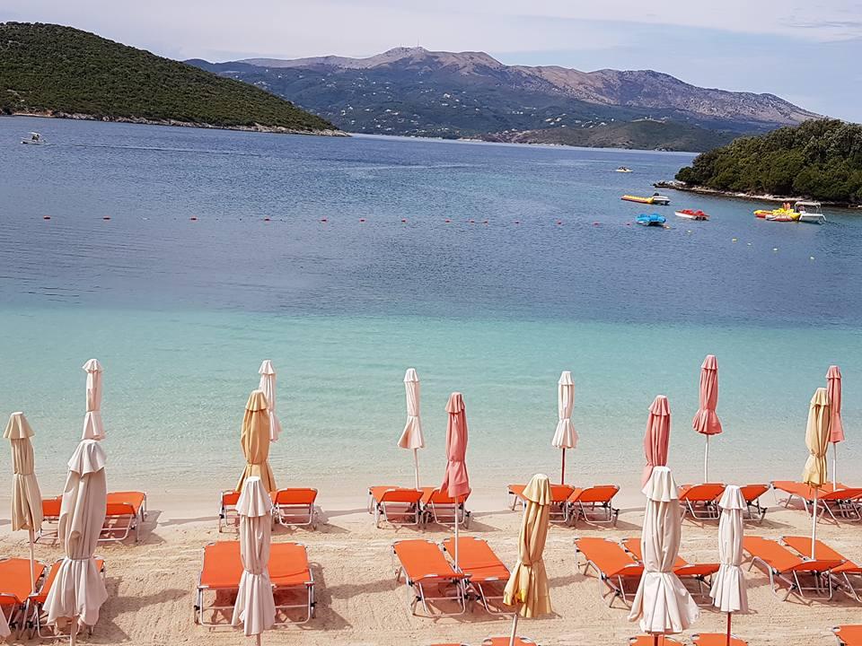 https://www.albatrostours.net/images/ALBANIA_montenegro/Albania-Ksamil-plaj-Bora-Bora-4adari.jpg