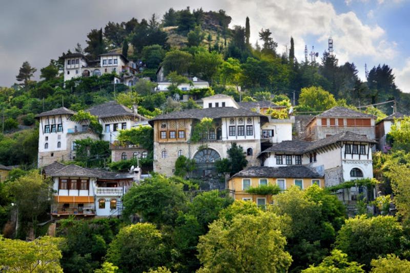 https://www.albatrostours.net/images/ALBANIA_montenegro/albania-girokaster-some-houses.jpg