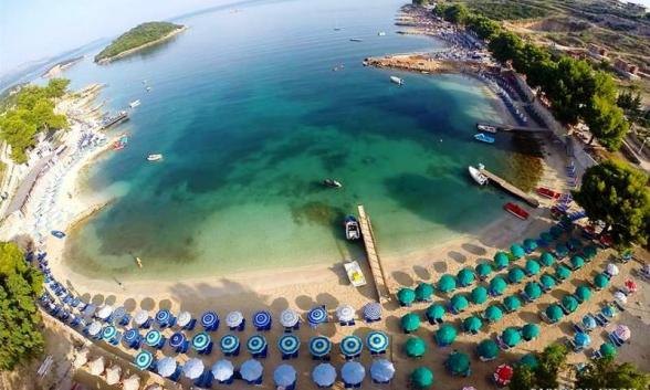 https://www.albatrostours.net/images/ALBANIA_montenegro/albania-ksamil-vsi4ki-plajove.jpg