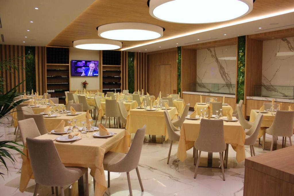 https://www.albatrostours.net/images/Albania-Adriatika/Shengin-hotel-President-restaurant-albatrostours.net.jpg
