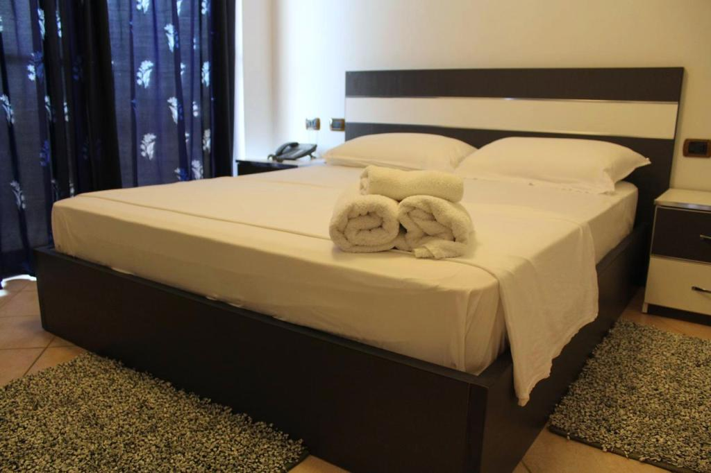 https://www.albatrostours.net/images/Albania-Adriatika/Shengin-hotel-President-room-albatrostours.net.jpg