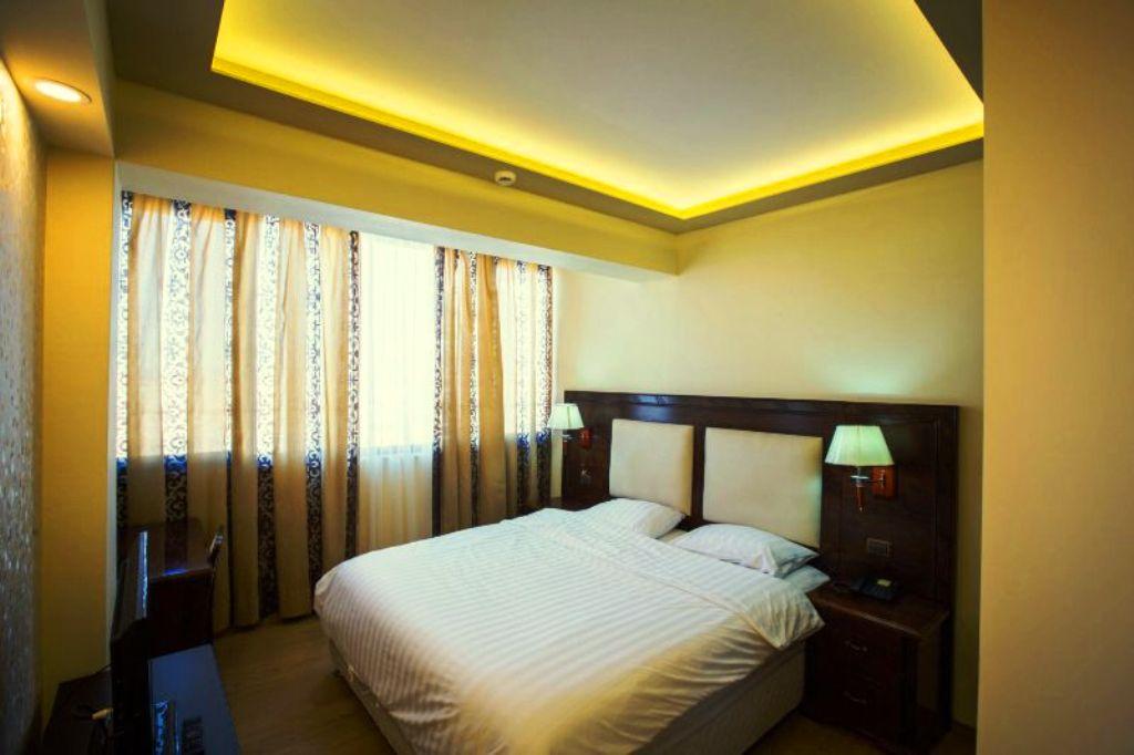 https://www.albatrostours.net/images/Albania/korcha-hotel-grand-palace-room-albatrostours.net.jpg