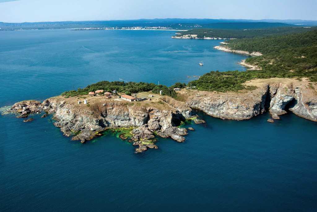 https://www.albatrostours.net/images/Bulgaria/bg-cruise-maslen-nos-rocs-panorama-albatrostours.net.jpg
