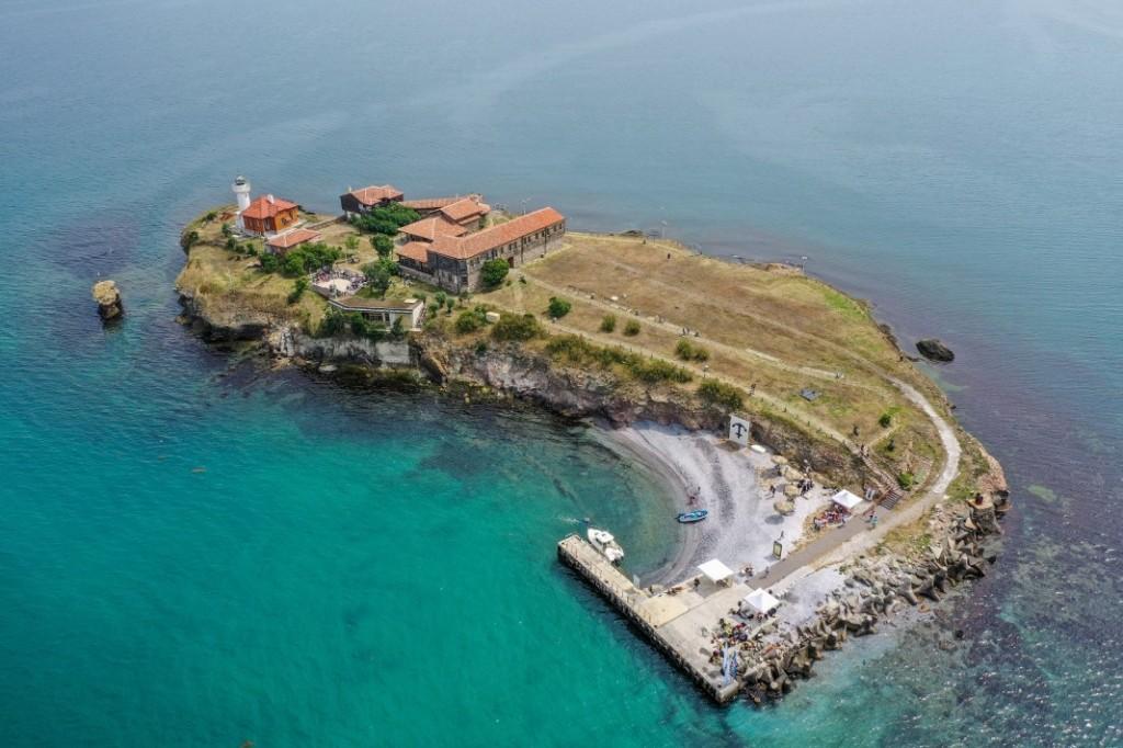 https://www.albatrostours.net/images/Bulgaria/bg-ostrov-sveta-anastasia-air-albatrostours.net.jpg